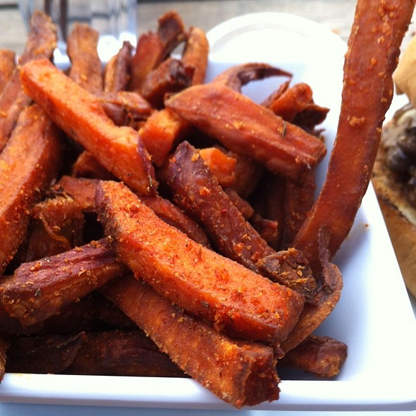 Sweet Potato Fries w/ Aiolo Sauce @ Uneeda Burger