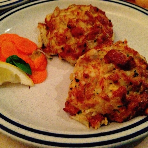 ... jumbo lump crab cake at di nardo s famous crabs jumbo lump crab latkes