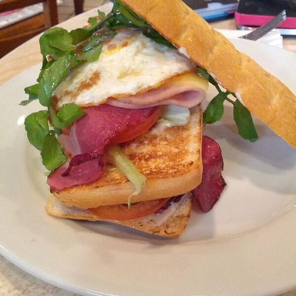 Classic Club Sandwich @ La Bodega Deli