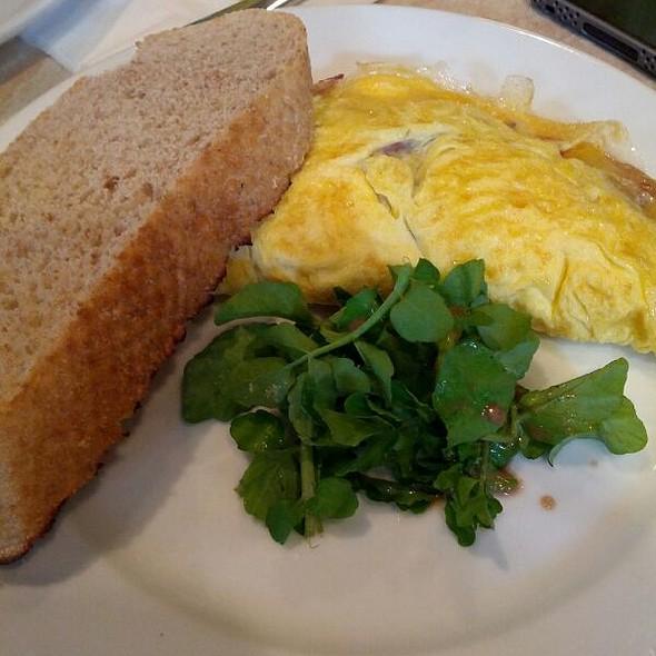 Omelette @ La Bodega Deli