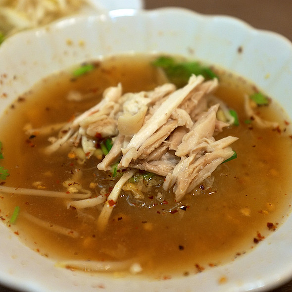 ก๋วยเตี๋ยวไก่ต้มยำ | Tom Yum Chicken Noodle Soup