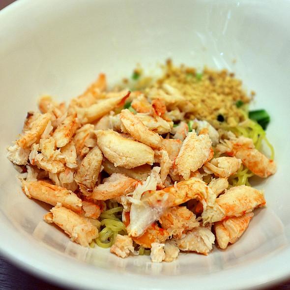 บะหมี่แห้งก้ามปู | Egg Noodle with Crab's Claw Meats
