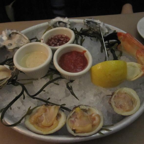raw oysters - Morgans Fish House, Rye, NY