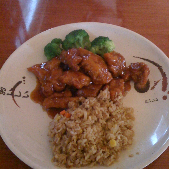 General Tso's Chicken @ Asian Surf and Turf Sushi
