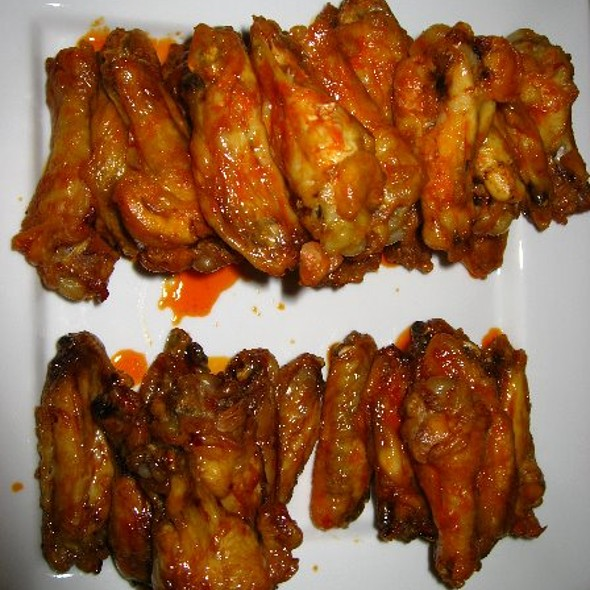 Baked Chicken Wings @ Pardos Chicken