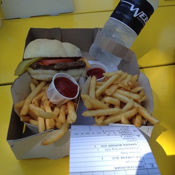Cheeseburger @ Webers Restaurant