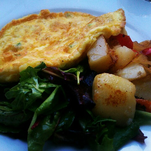 Spinach and goat cheese omelette - Baci Abbracci, Brooklyn, NY
