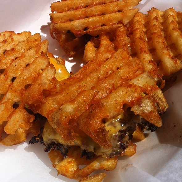 Cheeseburger Fryders @ The Waffle Bus