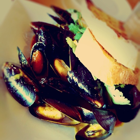 Curried Blue Mussels @ New Scenic Cafe Catering