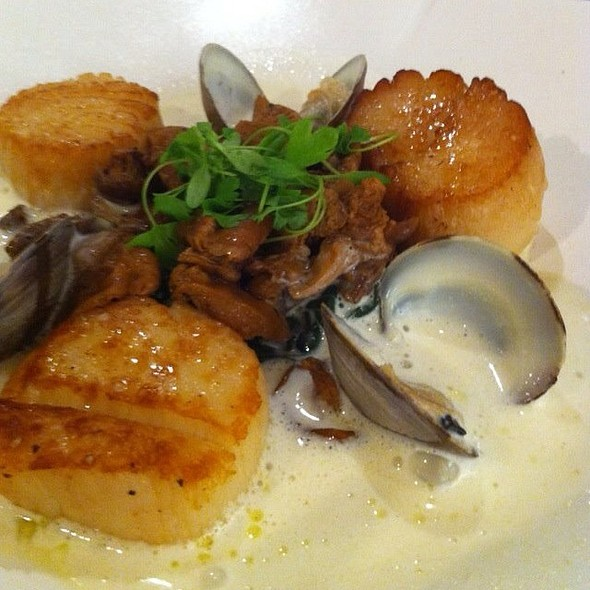 Scallops And Shitake Mushrooms - Birks Café par Europea, Montr�al
