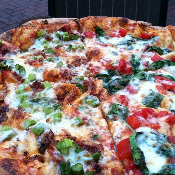 Brick Oven Pizza @ Laurienzo Brick Oven Cafe