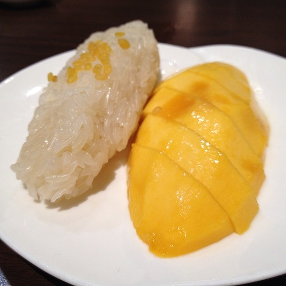 Mango Sticky Rice With Coconut Sauce @ Absolute Thai