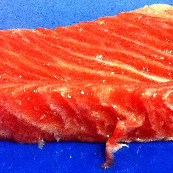Ventresca de atún de 2kilos y medio pescado en las maldivas.