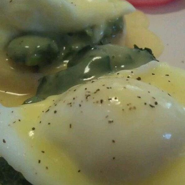 Eggs Benedict @ Bagel Palace
