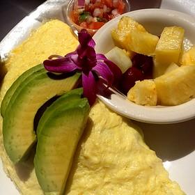 Vegetable omelette with fresh fruit