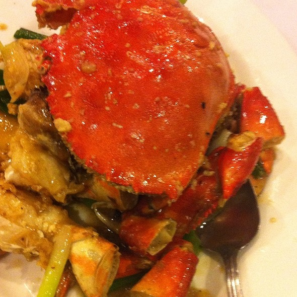 Live B.C. Dungeness Crab With Ginger And Green Onions @ Lee Garden Toronto