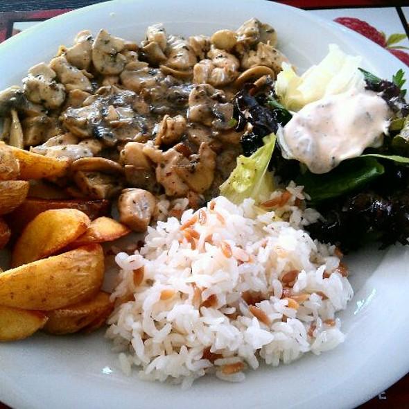 Kremalı Mantarlı Tavuk @ Mamis Restaurant & Cafe