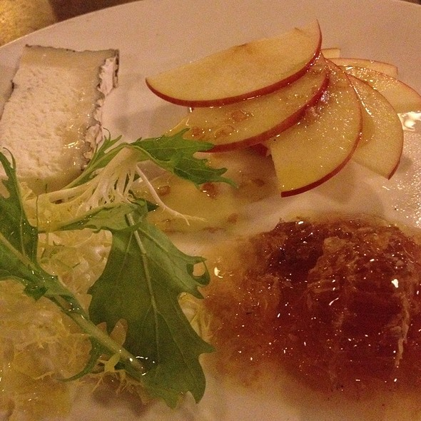 North Shore Honeycomb With Humbolt Fog Goat Cheese And Crisp Fuji Apples @ Baracuda, Kauai