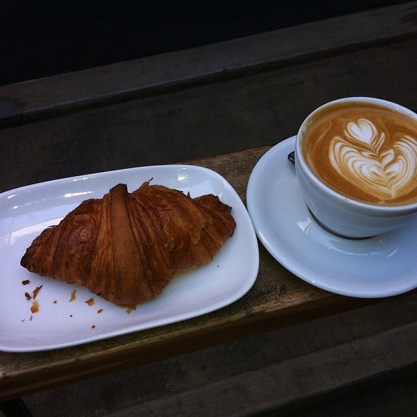 Latte And Cornetto @ Intelligentsia Coffee Venice