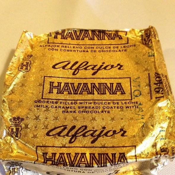 Alfajor Relleno De Dulce De Leche Con Cobertura De Chocolate