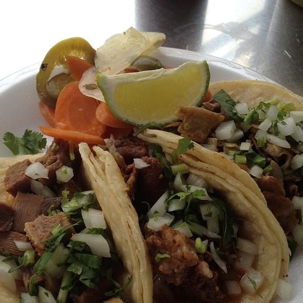 Tacos De Lengua, Cabeza Y Tripa