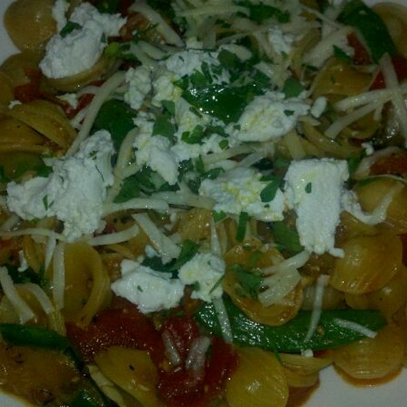 Vegetarian Pasta With Goat Cheese