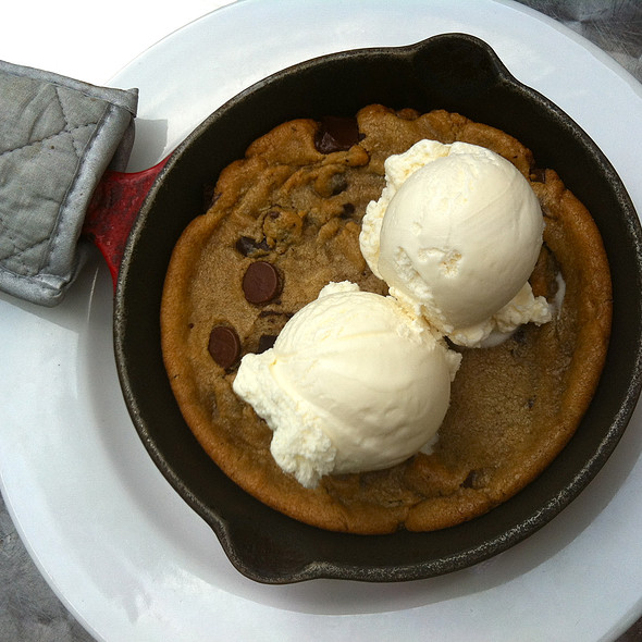 DEEP DISH CHOCOLATE CHIP COOKIE  WITH VANILLA ICE CREAM @ MBRGR