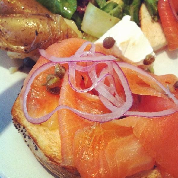 Montreal Style Bagel - Verses Restaurant, Montréal, QC