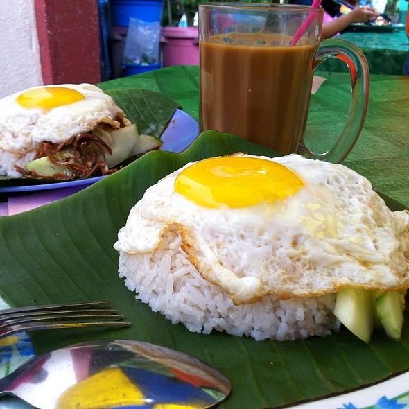 Nasi Lemak Telur Goyang @ Gerai Makan Jo Dengkil