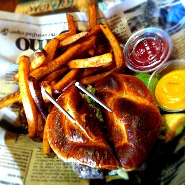 Build Your Own Burger @ Fran's Filling Station