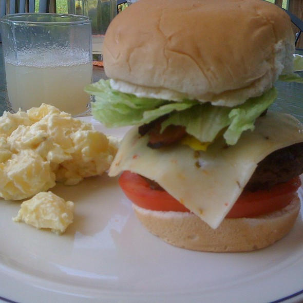 Cheese Burger Sandwich with all the Fixin's @ Gástro's Place