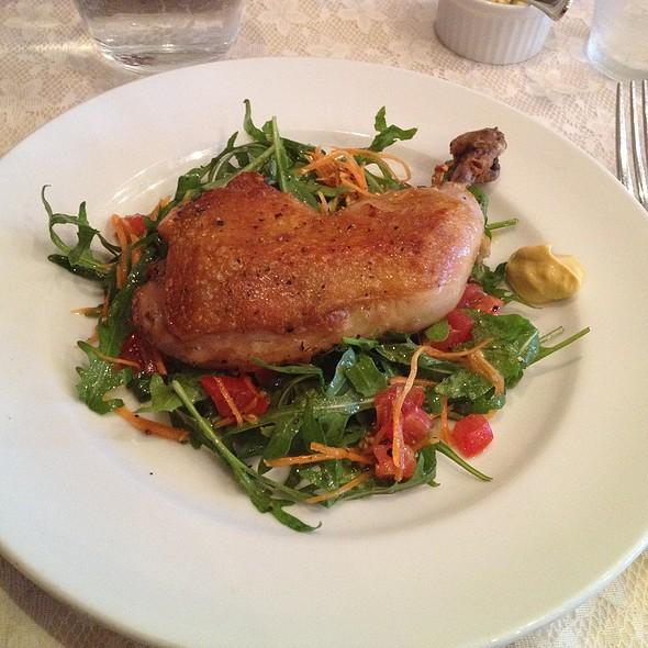 鶏もも肉のコンフィ @ ビストロ ツチヤ