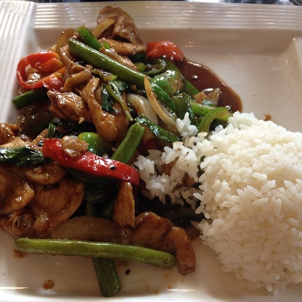Ozen asian fusion cuisine thai basil chicken foodspotting for Asian fusion cuisine