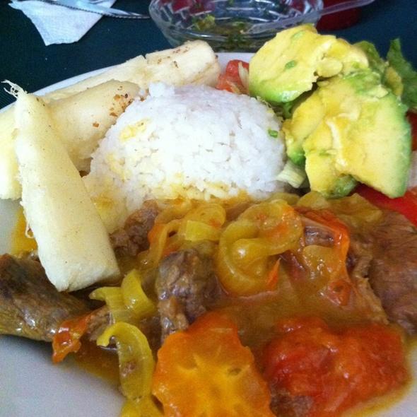 restaurante 10 18 almuerzo casero con carne en bisteck