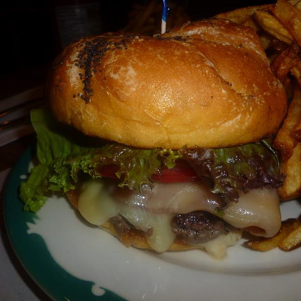 Bacon Cheeseburger @ Nouveau Palais