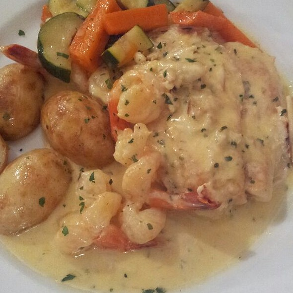 Chicken Breast Fillet pan fried with Prawns, Blue Swimmer Crab Meat, Brandy and Cream @ Orlando's Trattoria
