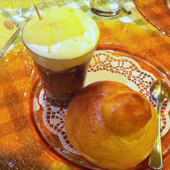 Granita Di Caffè Con Panna E Brioscia @ siciliainbocca al flaminio di tantra italia srl