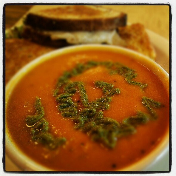 Roasted Red Pepper Soup topped with Mint Cilantro Almond Chutney ¦ @ Just Ripe