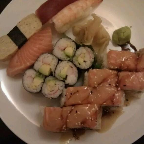 Mr. Noi's Best Friend's Roll + Sushi Standard