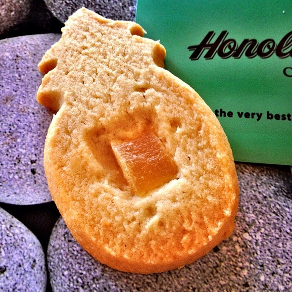 Pineapple Macadamia Shortbread Cookie @ Honolulu Cookie Company
