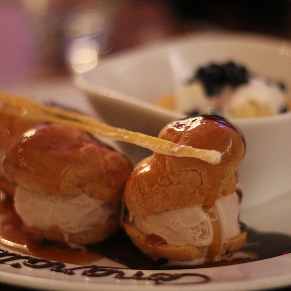 Profiteroles @ Mildred's Temple  Kitchen