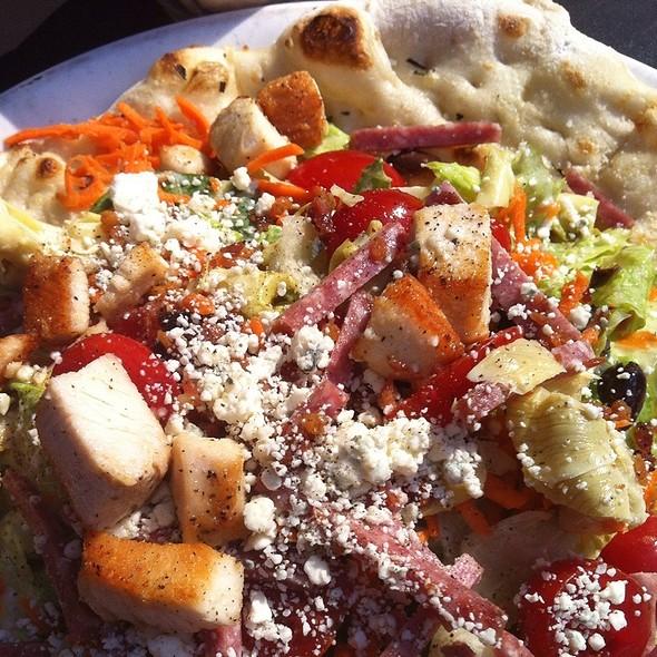 napoli pizza insalata @ Tutta Bella Neapolitan Pizza