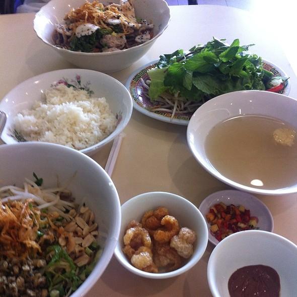 Com Hen & Mi Quang @ Dong Ba