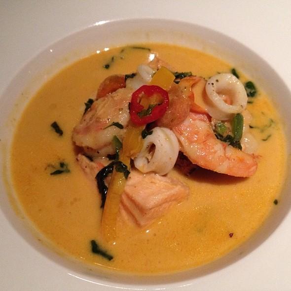Curry Tailandês De Frutos Do Mar Com Bhut Jolokia @ Pimenta Fantasma Spicy Bistro