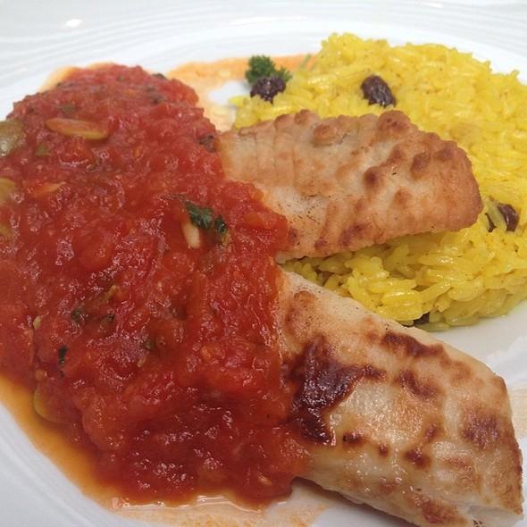 Peixe Marroquino Com Arroz De Açafrão E Passas @ D'olivino Restaurante & Empório