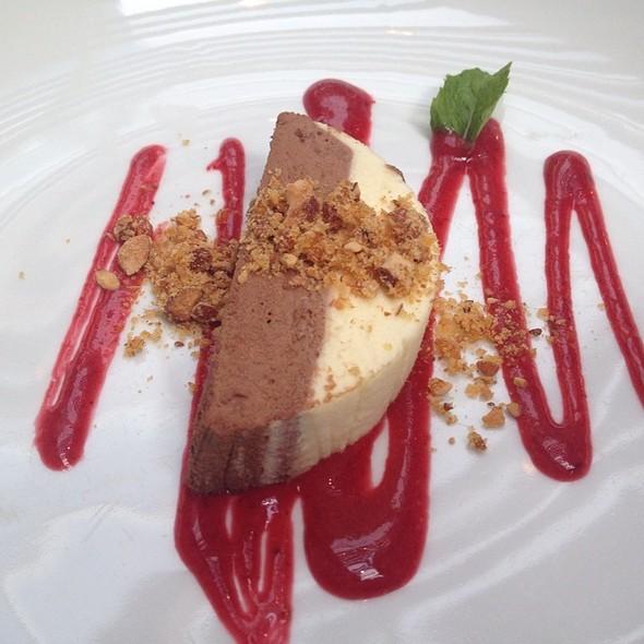 Terrine De Mousse De Chocolate Branco E Meio Amargo @ D'olivino Restaurante & Empório