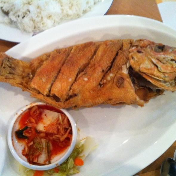 Sea world restaurant safestway off sheikh zayed deep for Fried fish restaurant
