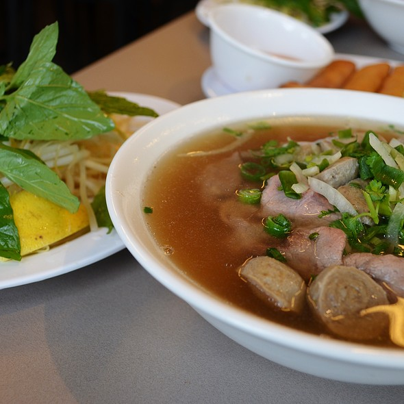 Pho with Raw Beef Slices & Meat Balls @ Mekong Vietnam