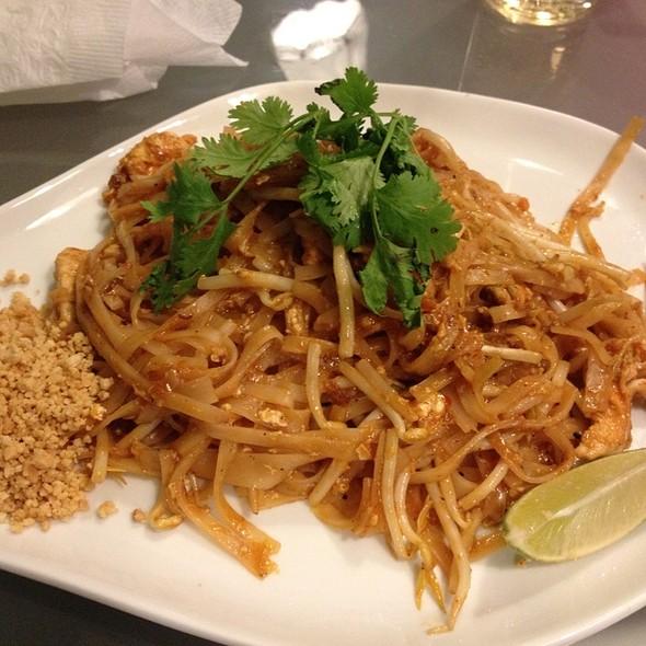 Chicken Pad Thai @ Hungary Thai Bar & Eatery