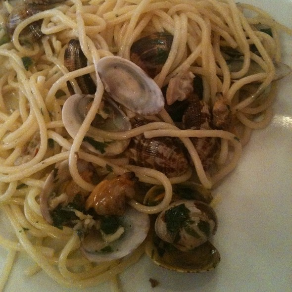 Spaghettini With Clams @ Anima Mundi